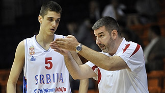 Rade Zagorac taking advice from head coach Aleksandar Bucan