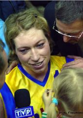 Margo Dydek is surrounded by the media after Gdynia defeated Pays d'Aix Basket