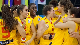Spain celebrate a narrow semi-final victory over Hungary