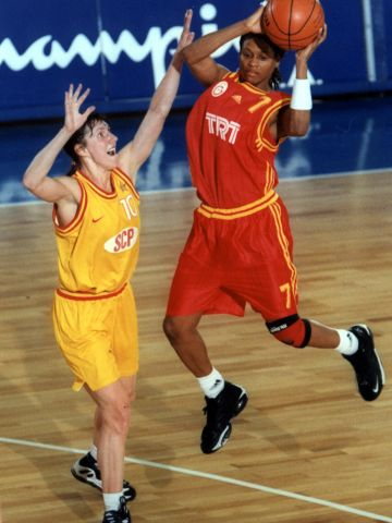Andrea Stinson (GALATASARAY ISTANBUL) at the 1999 EuroLeague Women Final Four