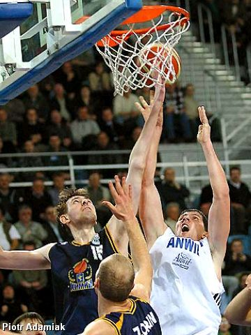 Khimki's Denis Eshov battles for the rebound with Anwil's Dusan Bocevski