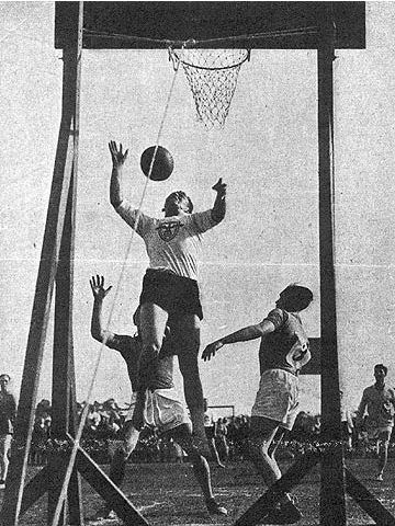 An early basketball game in Germany