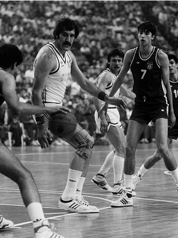 Toni Kukoc (right - YUG) and Vladimir Tkachenko (USSR) at the 1987 European Championship