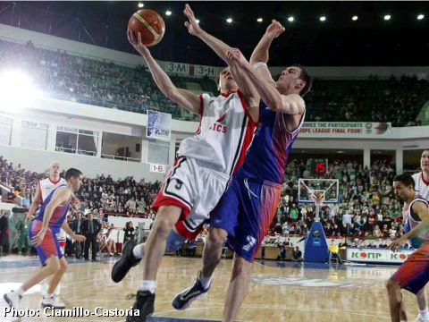 Petr Samoilenko goes to the hoop against Ksistof Lavrinovic