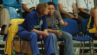 Ukrainian Head Coach Iryna Nagorna (left) discusses tactics with her assistant