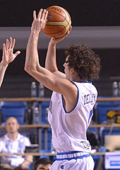 Amedeo Della Valle going for the game-winning shot for Italy against Spain