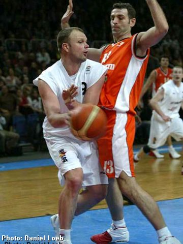 Bamberg's Uvis Helmanis (left) and Milenko Topic tangle down low
