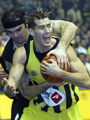 Fenerbahce's Marc Salyers gets tangled up with Besiktas center Ratko Varda
