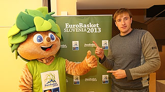 Lipko with Slovenia power forward Matjaz Smodis