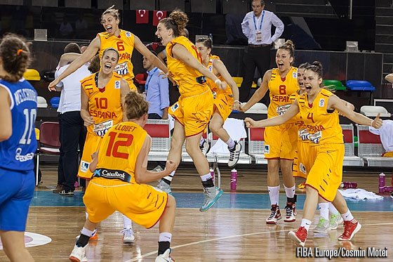 Spain celebrate their three-peat at U20 European Championship Women