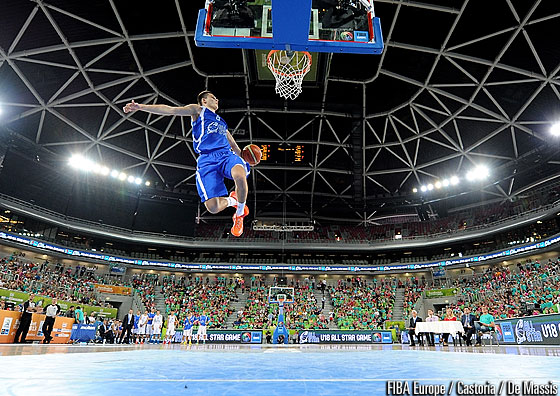 Ivars Zvigurs rising up in the air during the dunk contest