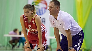 Head coach Dean Nemec gives advice to Iva Slonjsak