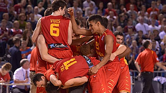 Spain celebrating their bronze medal game win