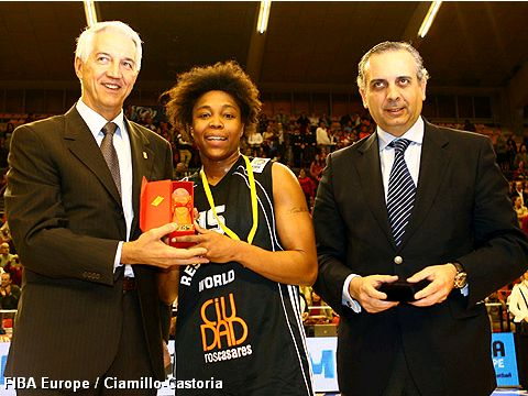 Cappie Pondexter with Mr. Nar Zanolin and Mr. José Luise Saez Regalado