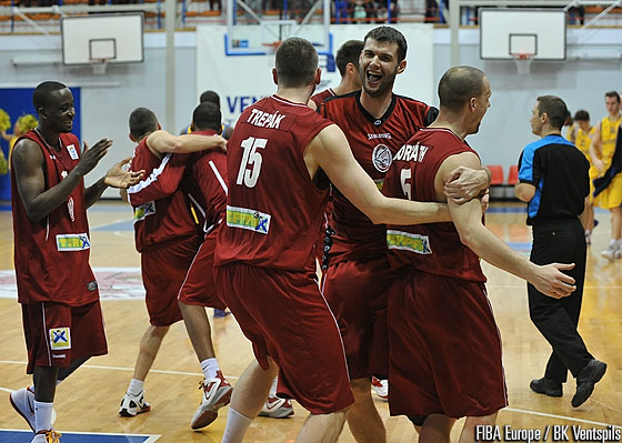 Szolnoki Olaj celebrate their qualification to the EuroChallenge Final Four