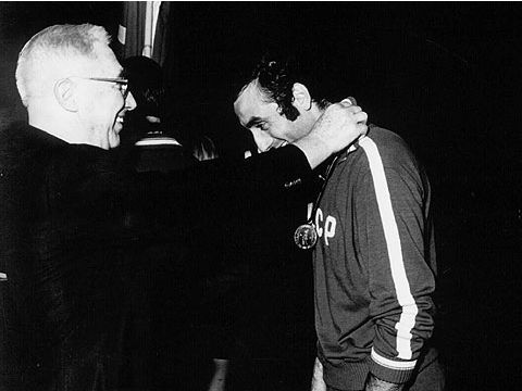 FIBA Secretary General William Jones presents Soviet star Sergey Belov with the gold medal at the  1971 European Championship in Germany