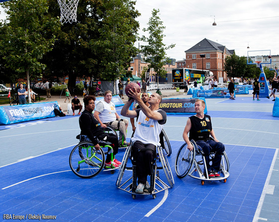 Once again wheelchair athletes take advantage of the opportunity to pick and roll
