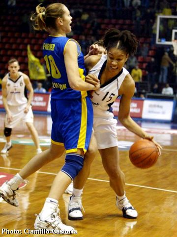 Beathny Donaphin (Fenerbahce) guarded by Gina Farmer