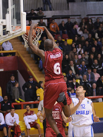 6. Anthony Lamont Richardson (EiffelTowers Den Bosch)