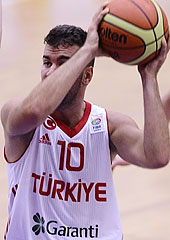 Ahmet Tuncer going for the game-winning shot for Turkey