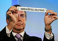 EuroChallenge Co-ordinator Richard Stokes drawing the Nörrköping Dolphins