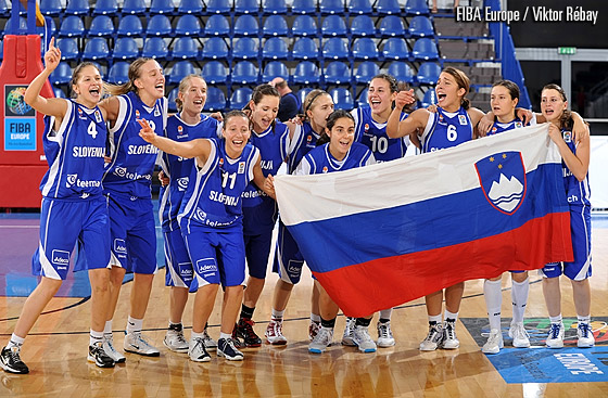 Slovenias U18 womens team at the 2010 European Championship