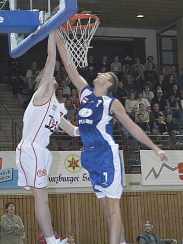 A nice slam dunk by Michael Buse. 2.19m center Jiri Okac is coming too late.