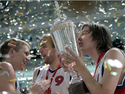 Anton Doudoukine (Russia) with the 2005 U20 European Championship trophy