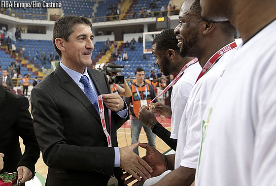 FIBA Europe Board Member Jean-Pierre Siutat presents champions Nanterre with their medals
