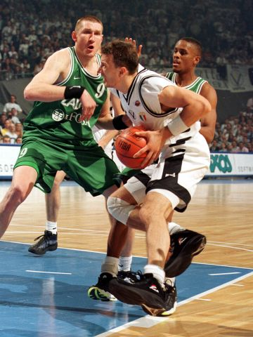 Alessandro Abbio (KINDER PALL. BOLOGNA) at the 1999 EuroLeague Final Four in Munich