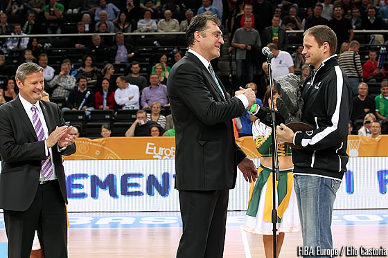 EuroBasket 2011 Ambassador Arvydas Sabonis handing over the big shoes to step in for Eurobasket 2013 Ambassador Rasho Nesterovic