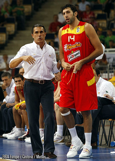 Head Coach Sergio Scariolo and Alex Mumbru (Spain)