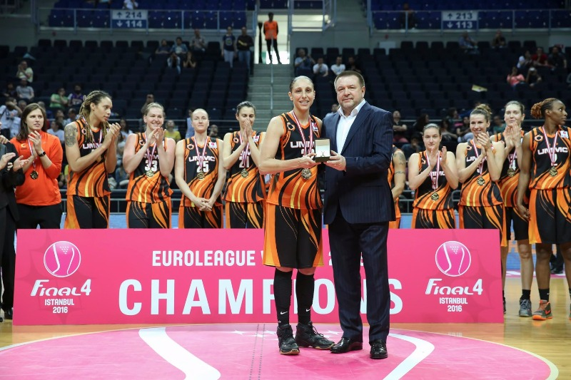 Diana Taurasi receives her MVP award