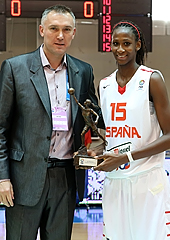 FIBA Europe Secretary General Kamil Novak presents Astou Ndour with the 2013 FIBA Europe Young Women's Player of the Year award
