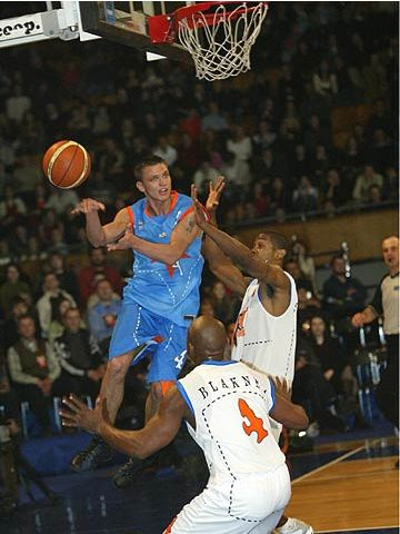 Armands Skele makes a no-look pass during the 2004 FIBA Europe League All-Star Day in Kiev