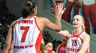 Tina Thompson (Spartak Moscow Region) and Agnieszka Bibrzycka (Spartak Moscow Region)