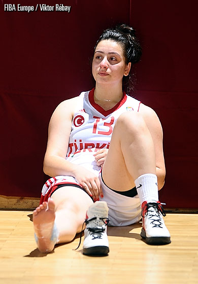 Rojin Karahan (Turkey) got injured in the game versus Sweden
