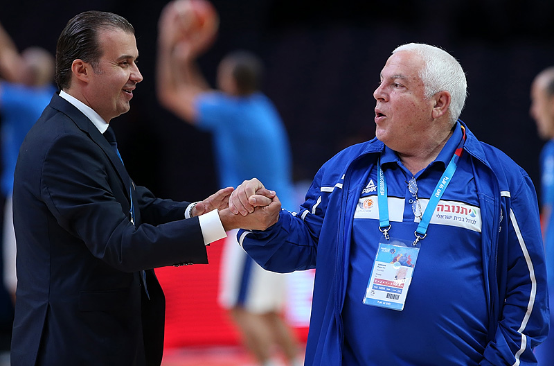 Italy head coach Simone Pianigiani and Israeli assistant Pini Gershon share a moment prior to Italy's clash with Israel