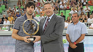 Milos Teodosic receives Player of the Year award from FIBA Europe President Olafur Rafnsson