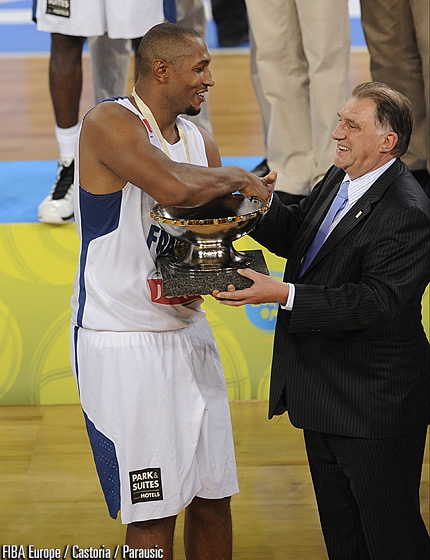 France captain Boris Diaw receiving the Nikolay Semashko Trophy from FIBA Europe Acting president Cyriel Coomans