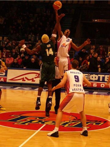 Honka's Stephen Rich and Ural Great's Vincent Jones contest the tip-off