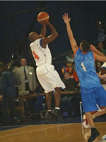 Roderick Blakney (Rest of the World) shoots over Europe's Armands Skele at the 2004 FIBA Europe League All Star Day in Kiev
