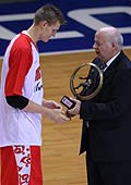 FIBA Europe President George Vassilakopoulos presents Andrei Kirilenko with the FIBA Europe Player of the Year award.