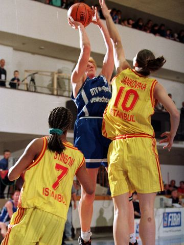 Marlies Askamp (GOLDZACK WUPPERTAL) at the 1999 EuroLeague Women Final Four