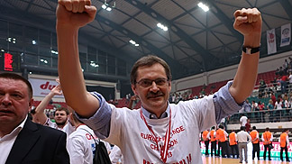 Krasnye Krylia head coach Sergey Bazarevich celebrating his team's triumph