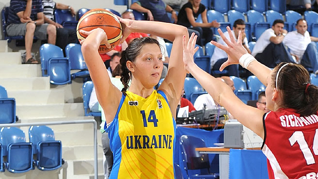 Ukraine Edge Poland, Move Into Quarters