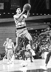 Splits Toni Kukoc at the final of the 1989 Mcdonalds Open in Barcelona. The New York Knicks defeated Split 1171-101.