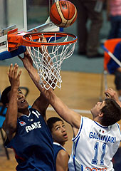 Gary Florimont (left, France) and Danilo Gallinari (Italy)