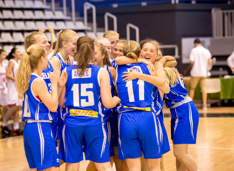 Iceland celebrate after winning the final of the U16 European Championship Women Division C 2015