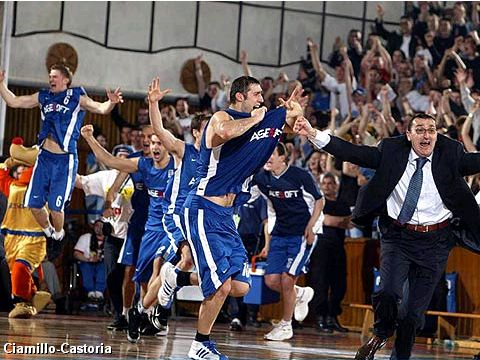 CSU Asesoft Ploiesti celebrate victory in the 2005 FIBA Europe Cup